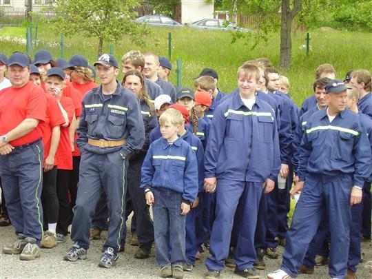 Družstvo Lukavce na startovní čáře - 10.6.2006
