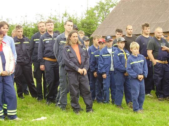 Družstva Lukavce na nástupu