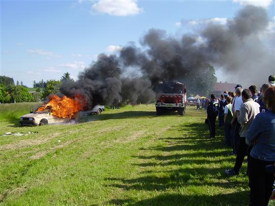Ukázka hašení hořícího vozidla