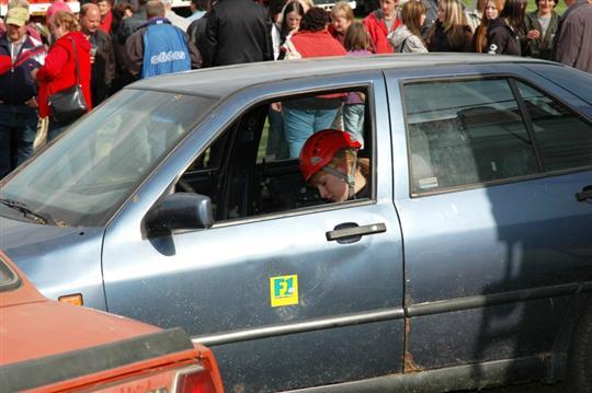 Dopravní nehoda dvou vozidel - jedna zaklíněná osoba